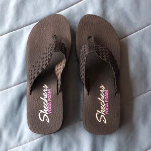 W's Sketchers Yoga Foam flip flops. Size 9.